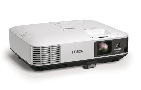 Più interattivi e più luminosi: i proiettori Epson rilanciano la videoproiezione