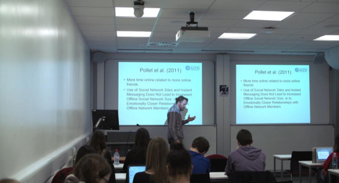 La didattica preferisce il laser: l'Università di Bath aggiorna la dotazione con nuovi proiettori Sony