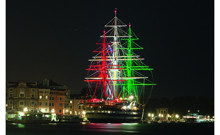 Plafoniere Da Nave : Atiled illumina la nave più bella del mondo system integrator magazine