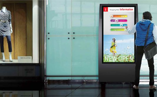 Nel catalogo Panasonic nuovi display specifici per il digital signage