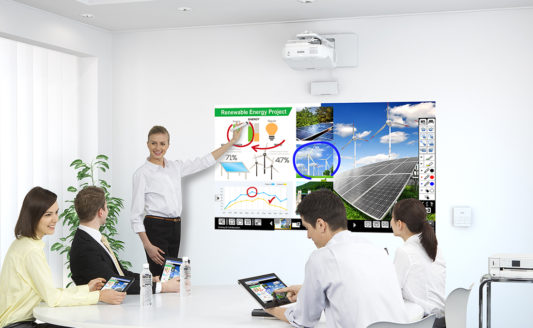 Trasforma le riunioni in azioni con i videoproiettori Epson Serie EB-1400