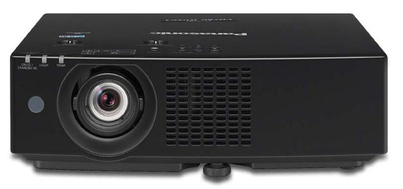 Il VMZ60 è il modello top della nuova serie, capace di raggiungere 6.000 lumen; utilizza tre pannelli da 1920x1200 pixel.
