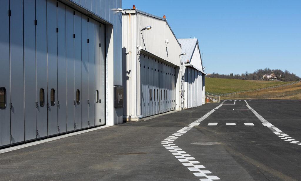 Elvox Aeroporto Pavullo - esterno hangar